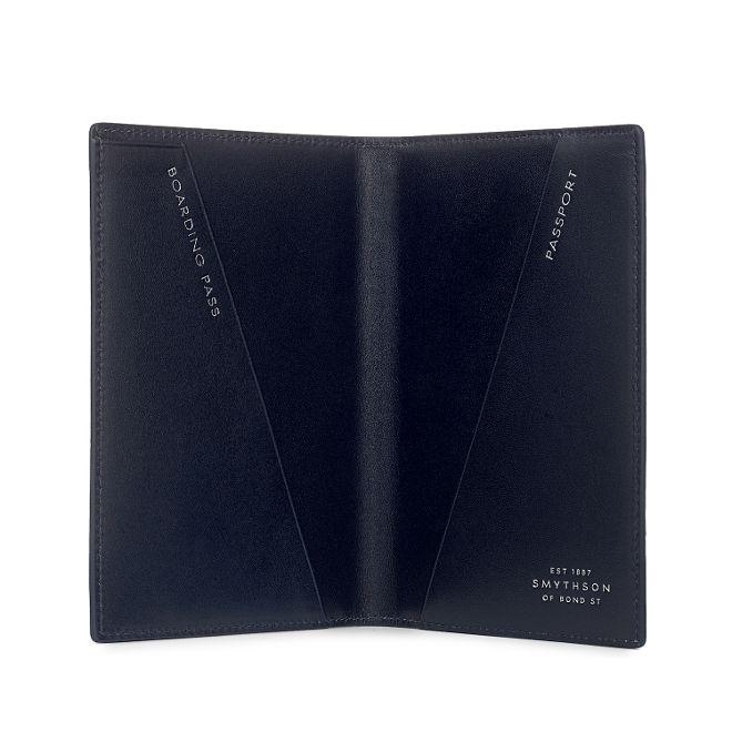 tui pour passeport mara en cuir de veau bleu marine smythson. Black Bedroom Furniture Sets. Home Design Ideas